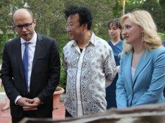 张俊以在白俄罗斯共和国驻华大使馆演讲获赞