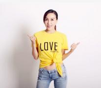 的联合国小姐世界冠军谢鲁星丹携手京基KK ONE代言公益潮T
