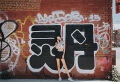 <b>时尚女星孙心娅纽约街拍,尽显曼妙好身材</b>