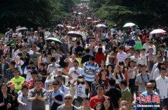 全国景区游客数量攀升 未现大批游客阻滞拥堵